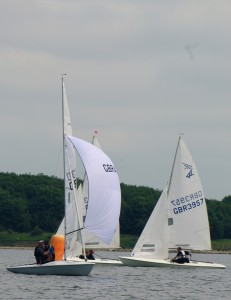 010 FF4030 Leading at First Windward Mark